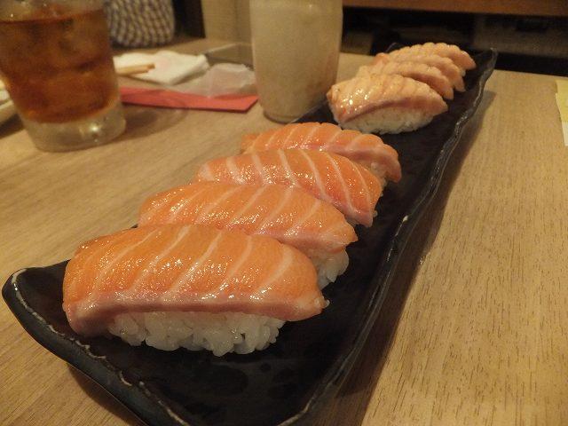 サーモンとあぶりサーモン:神楽坂寿司アカデミー食べ放題