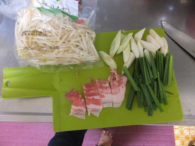 野菜炒めの材料:ウェイパーラーメン