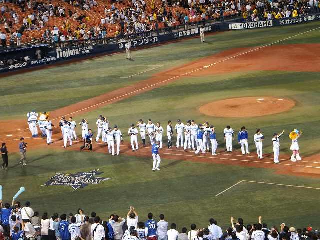 試合終了後の挨拶:横浜DeNAベイスターズ