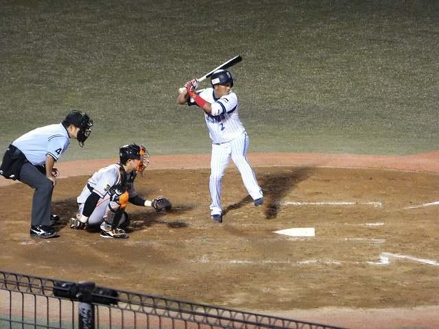 2軍の試合で活躍する渡辺直人選手:横須賀スタジアム