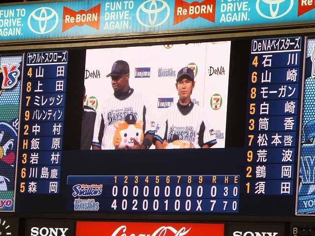 ヒーローインタビューを受ける須田投手