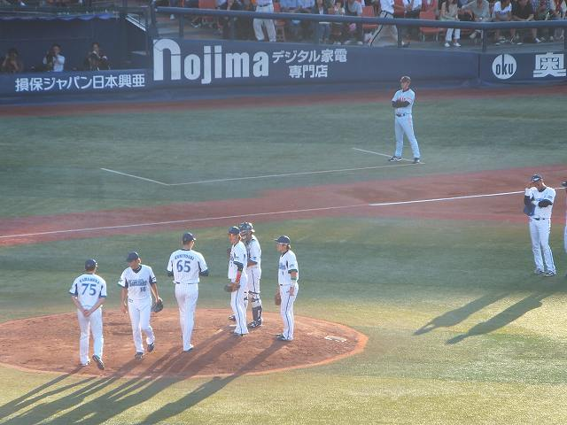 ピッチャー交代シーン:横浜スタジアム