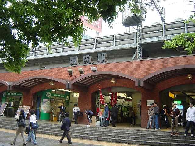 昔の殺風景な関内駅前の写真