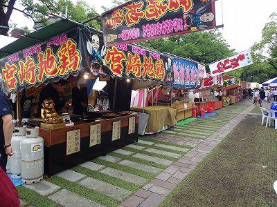 横浜開港祭でハマスタ前にはたくさんの屋台が!