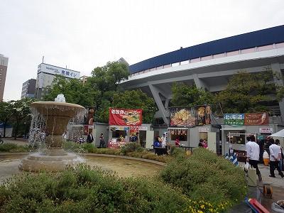 屋台がずらりとならぶ横浜スタジアム