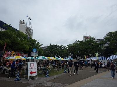 横浜開港祭で盛り上がる横浜公園