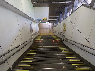JR関内駅南口階段