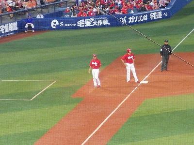 石井琢朗3塁コーチ:広島カープ