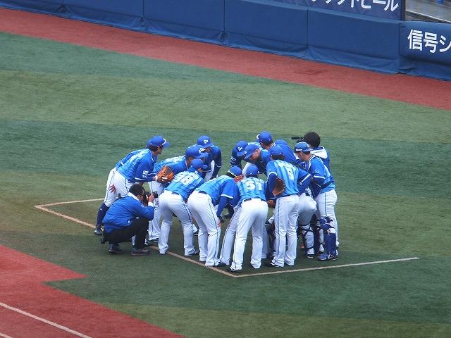 横浜DeNAベイスターズ:試合前の円陣