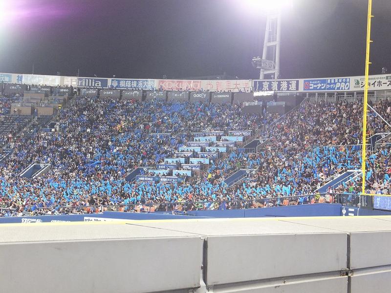横浜スタジアム3塁側(STAR SIDE)にもたくさんの横浜DeNAファンが