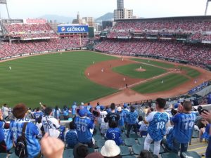 横浜DeNAファンで埋め尽くされる:マツダズムスタビジター応援席