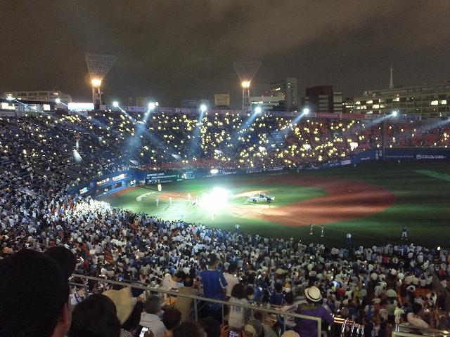 横浜DeNAベイスターズヒーローインタビューの照明
