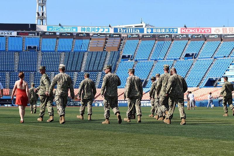アメリカ海軍の人もハマスタの朝のキャッチボールに来ていたよ