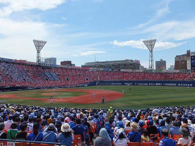 アウェイでもカープファンで赤く染まる:横浜スタジアム