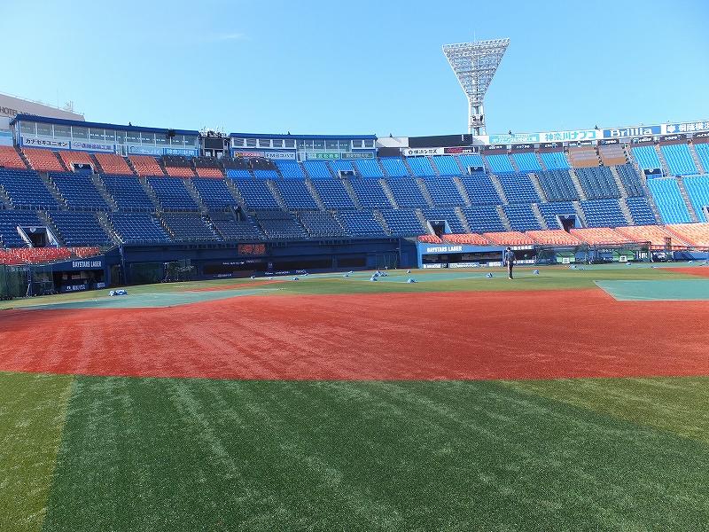 横浜スタジアム朝の無料開放!セカンドの位置に立ってみる