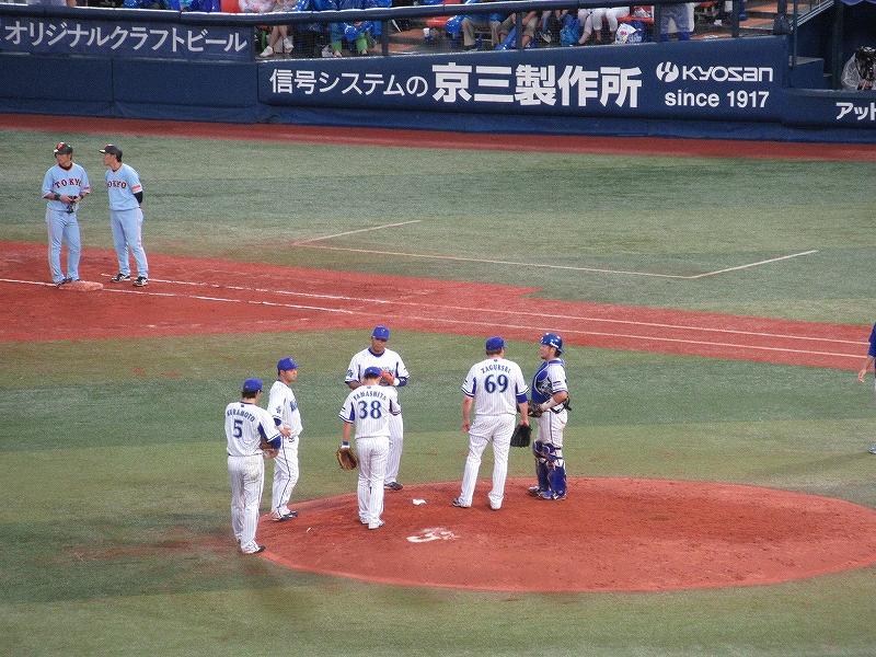 同点の場面でザガースキー投手:横浜DeNAベイスターズ