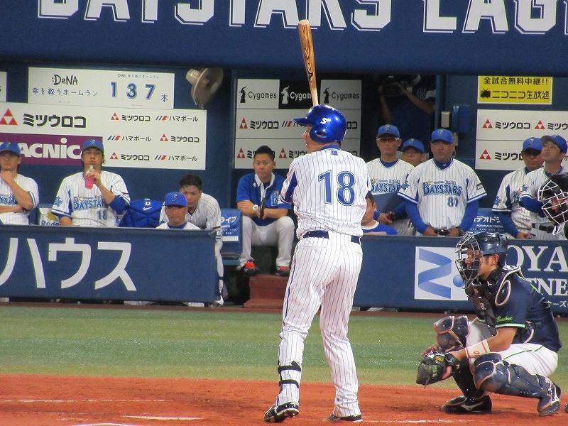 横浜スタジアムバッターボックスで三浦大輔:ハマの番長引退試合