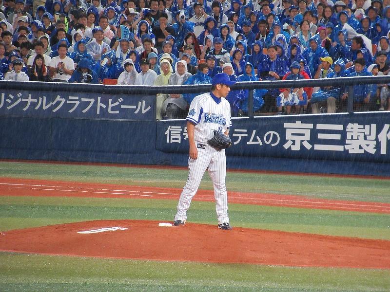 横浜スタジアムマウンドで三浦大輔:ハマの番長引退試合