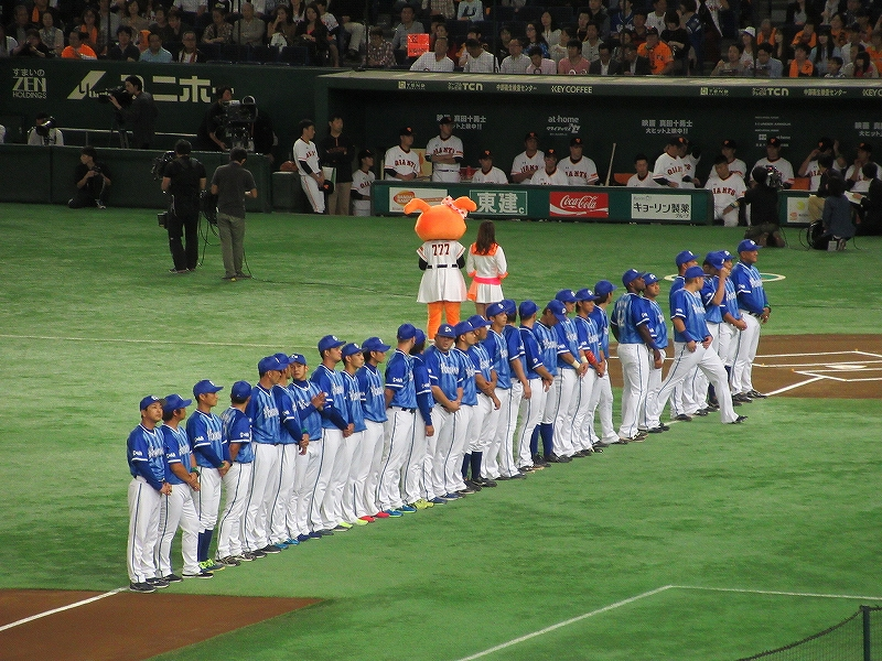 横浜DeNAベイスターズの選手&監督コーチ入場
