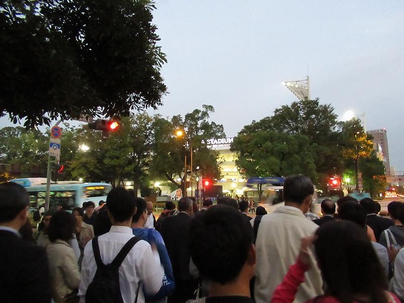 関内駅前からすごい人!パブリックビューイング:CSファイナルステージ広島戦