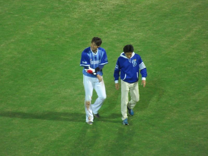 ファインプレーをし負傷した横浜DeNA石川選手:CS2016広島戦