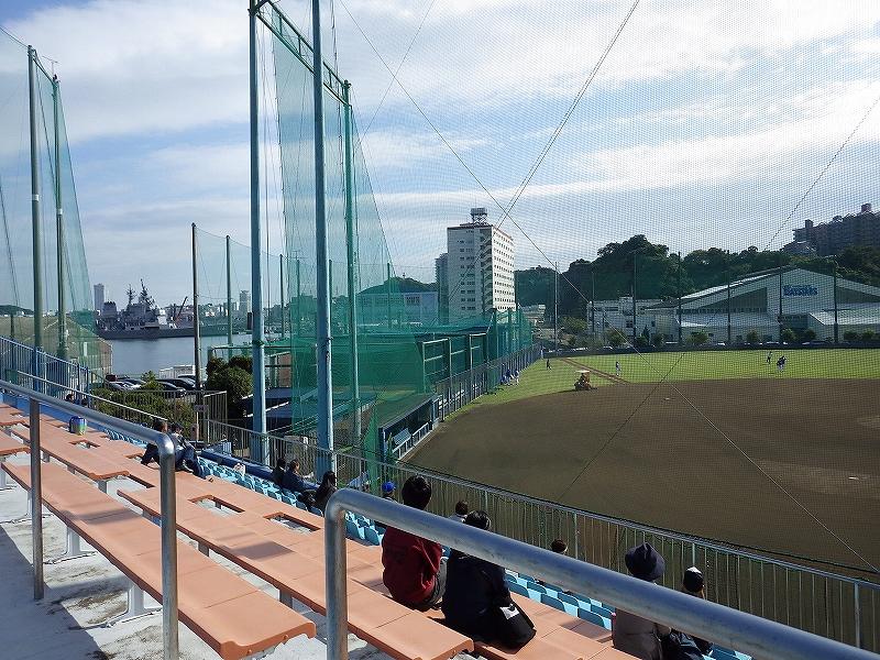 長浦総合練習場の平日スタンドの様子