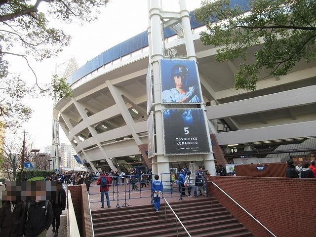 1塁側内野席入口はすぐ!横浜スタジアムの無料駐輪場は?