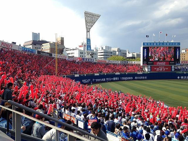 横浜スタジアムのカープファン・応援席の様子!熱気!1