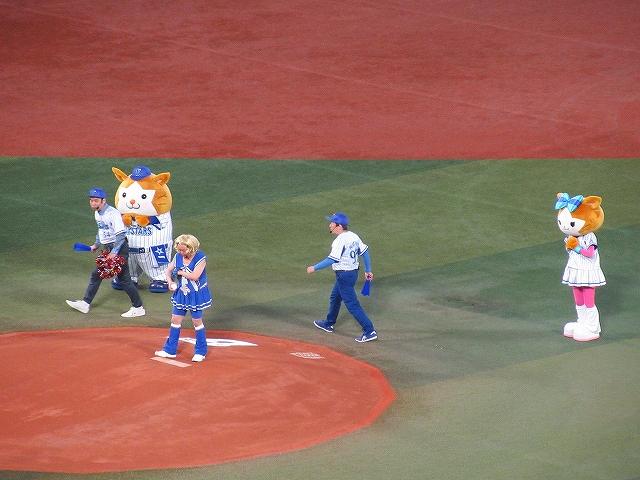 ダチョウ倶楽部始球式:横浜スタジアム