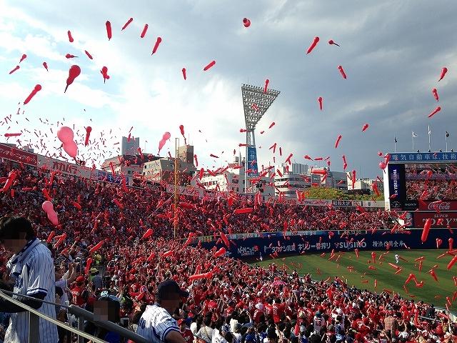 横浜スタジアムのカープファン・応援席の様子!熱気!3