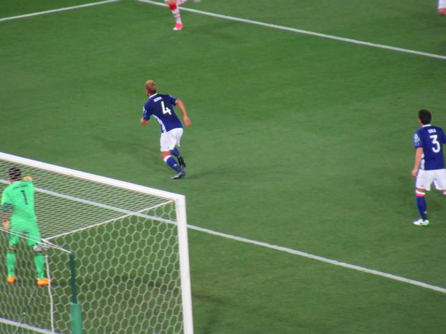 本田圭佑選手の登場!盛り上がる東京スタジアム