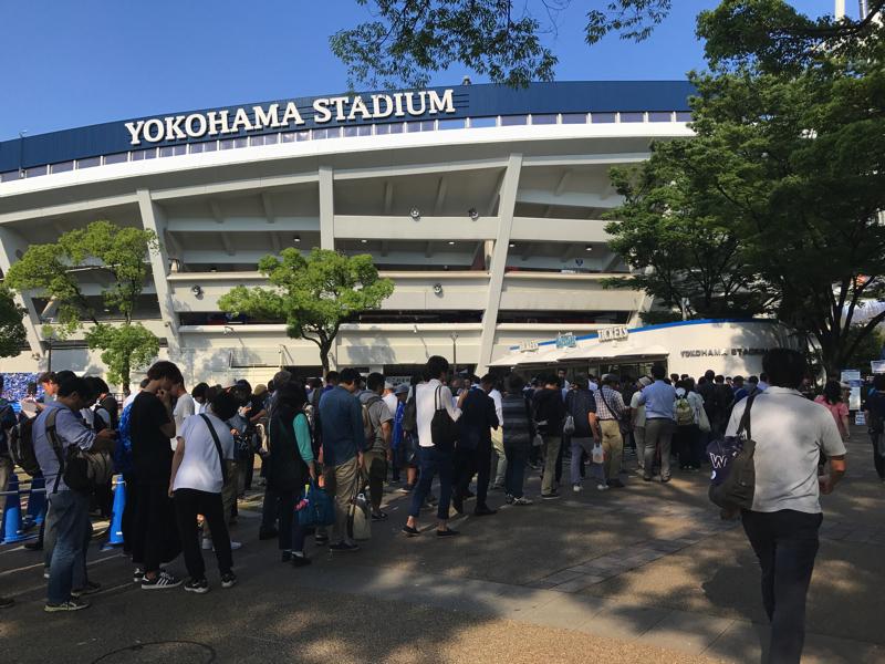 横浜スタジアム当日券の行列