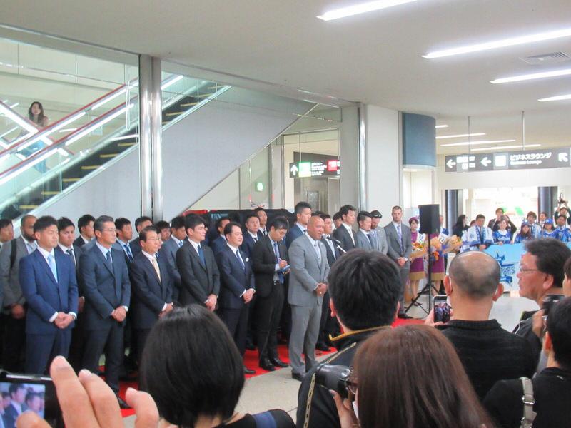 ラミレス監督の挨拶:横浜DeNAベイスターズ沖縄キャンプ入り