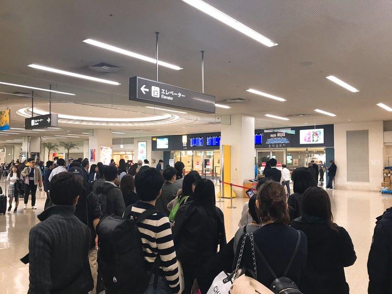 横浜DeNAキャンプにくる選手を待つ・那覇空港