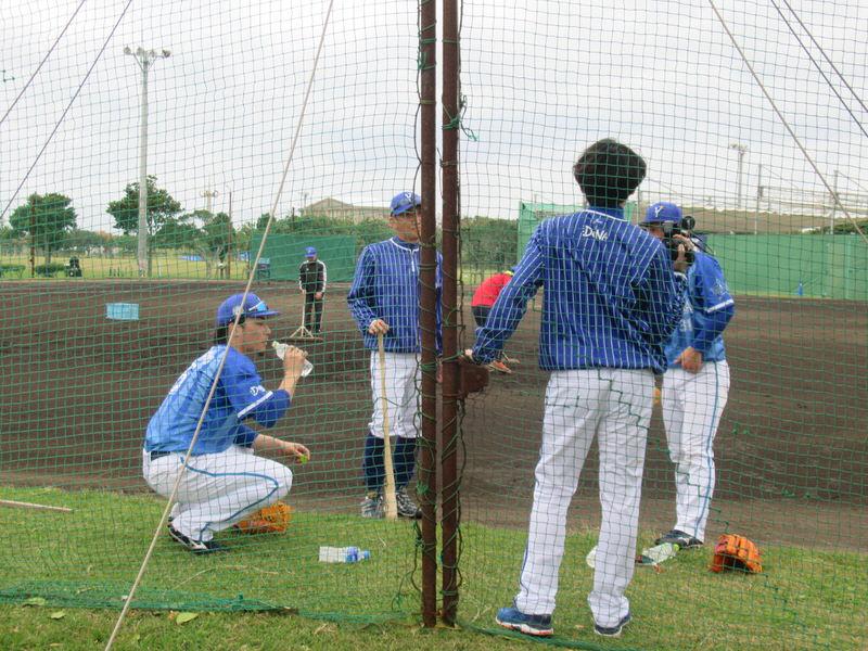 特守を受ける柴田・倉本:横浜DeNAベイスターズ宜野湾キャンプ