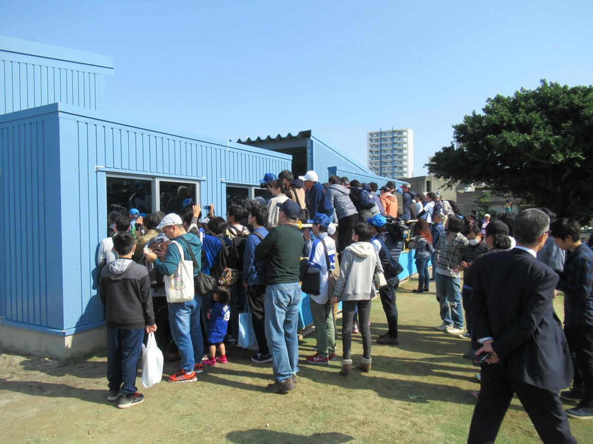 松坂大輔のブルペンでファンがすごい!中日ドラゴンズ北谷キャンプ!