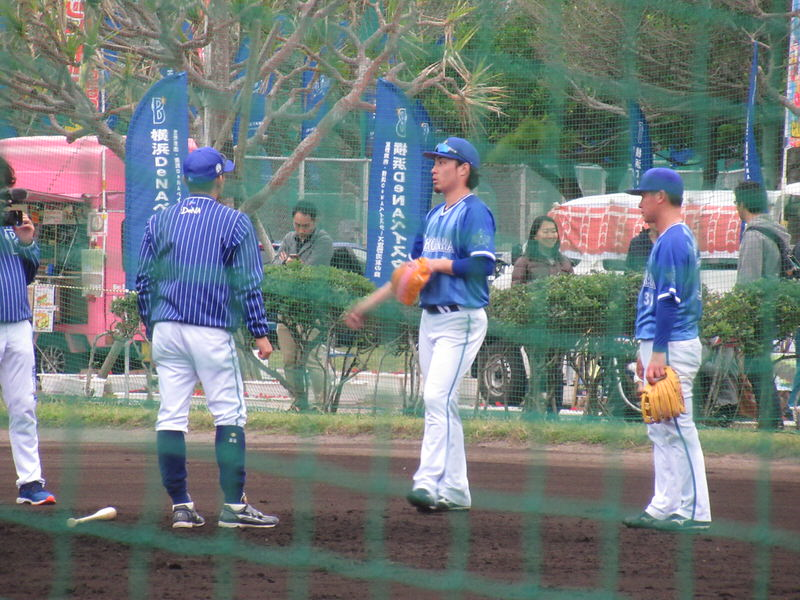 セカンドの動きを確認する倉本選手:横浜DeNAベイスターズ宜野湾キャンプ
