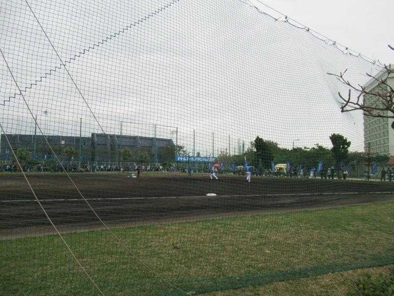 サブグラウンドでノックを受ける柴田&倉本:ベイスターズ宜野湾キャンプ
