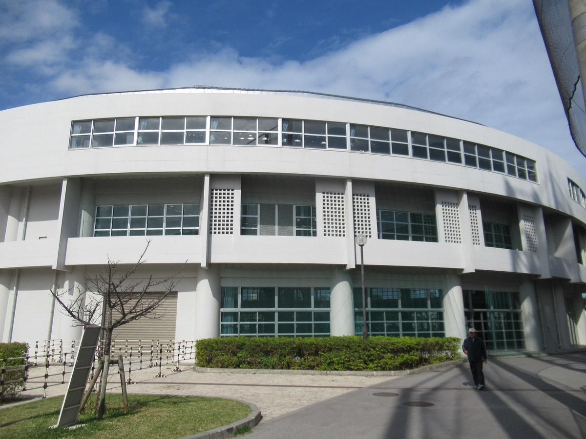 室内練習場が豪華!沖縄セルラースタジアム巨人春季キャンプ