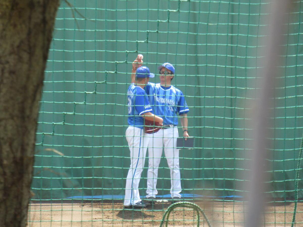 福地投手と大家コーチ:横浜DeNAベイスターズ