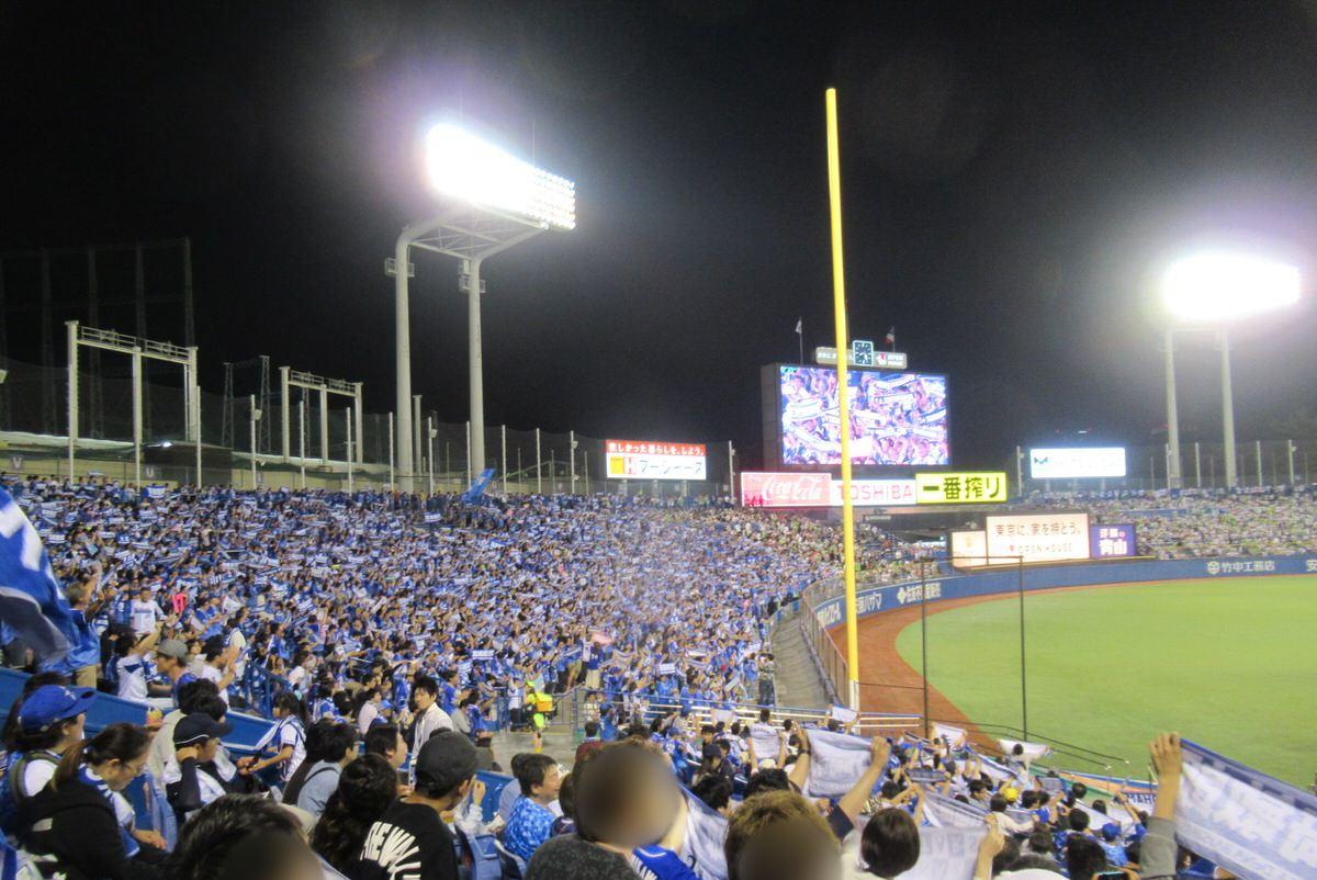 レフトは横浜DeNAファンで埋め尽くされる神宮球場