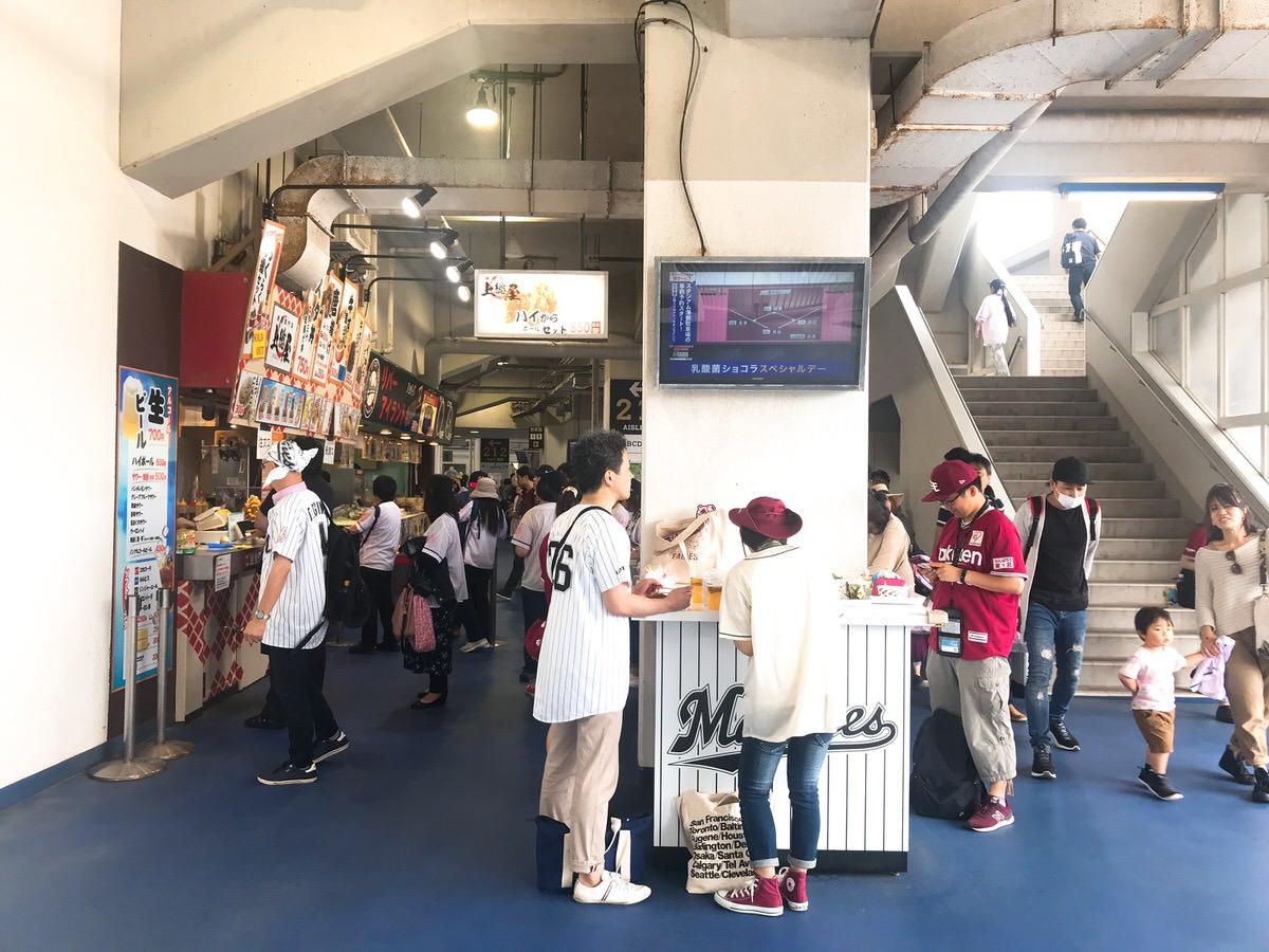 ZOZOマリンスタジアム・内野1階席コンコースの様子・雰囲気