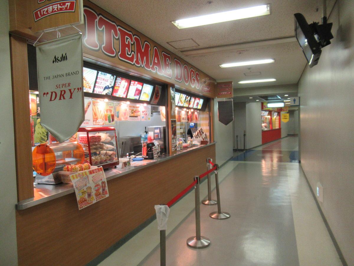 大阪ドームビジター外野上段応援席にあるコンコース・トイレ・売店
