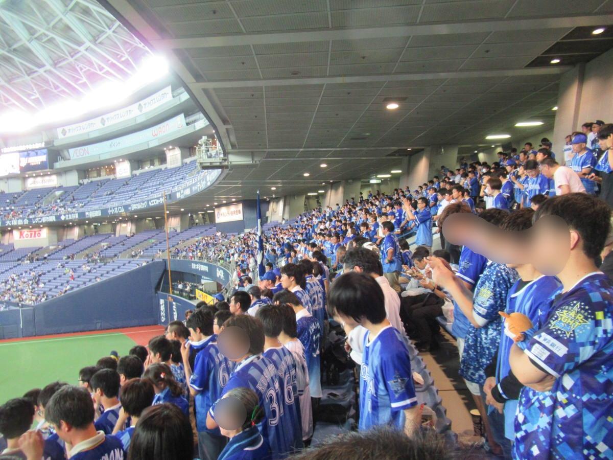 大阪ドームビジター外野下段応援席の様子